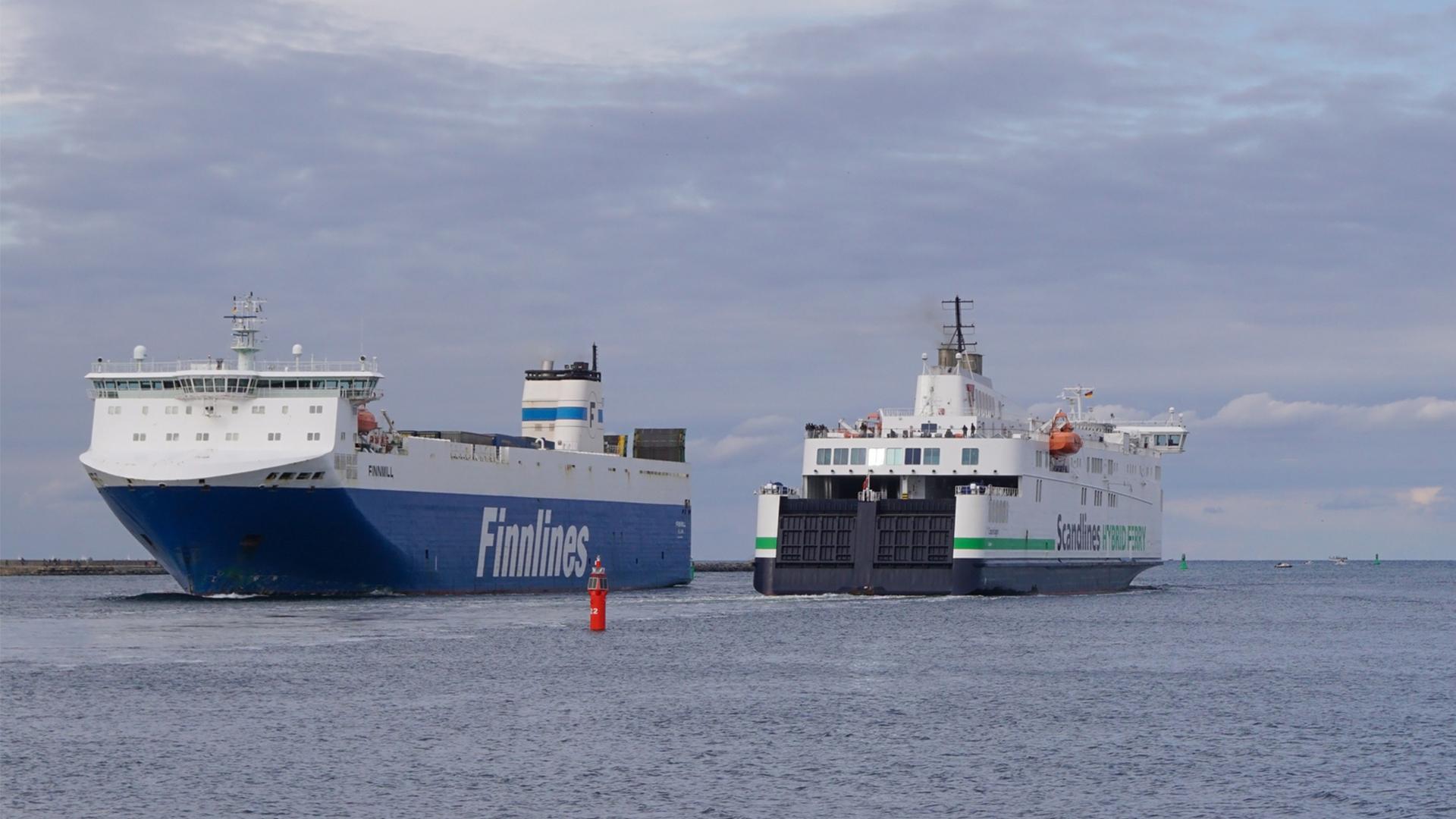 Koronan vuoksi kotimatkalle lähteneen pariskunnan poika maksoi vanhempiensa paluumatkan viimeisen etapin, laivamatkan Travemundesta Helsinkiin.