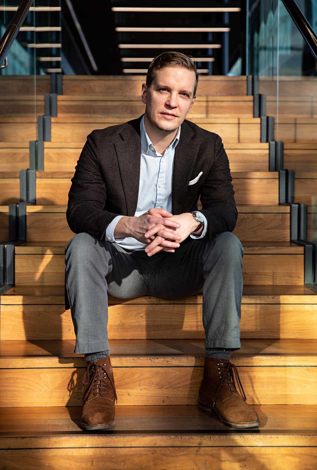Joonas Konstig kirjoitti kirjan Ahneet ja viattomat, joka oli ehdolla Helsingin Sanomien kirjallisuuspalkinnon ja Tiiliskivi-palkinnon saajaksi. Esikoisromaani Kaikki on sanottu sai Gummeruksen Kalle Päätalo -palkinnon 2012.