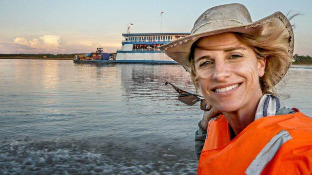 Matkapassi-ohjelmaperheeseen kuuluvassa sarjassa Matkaaja: AmazonHolly Morris käy matkaan kohti tuntematonta.