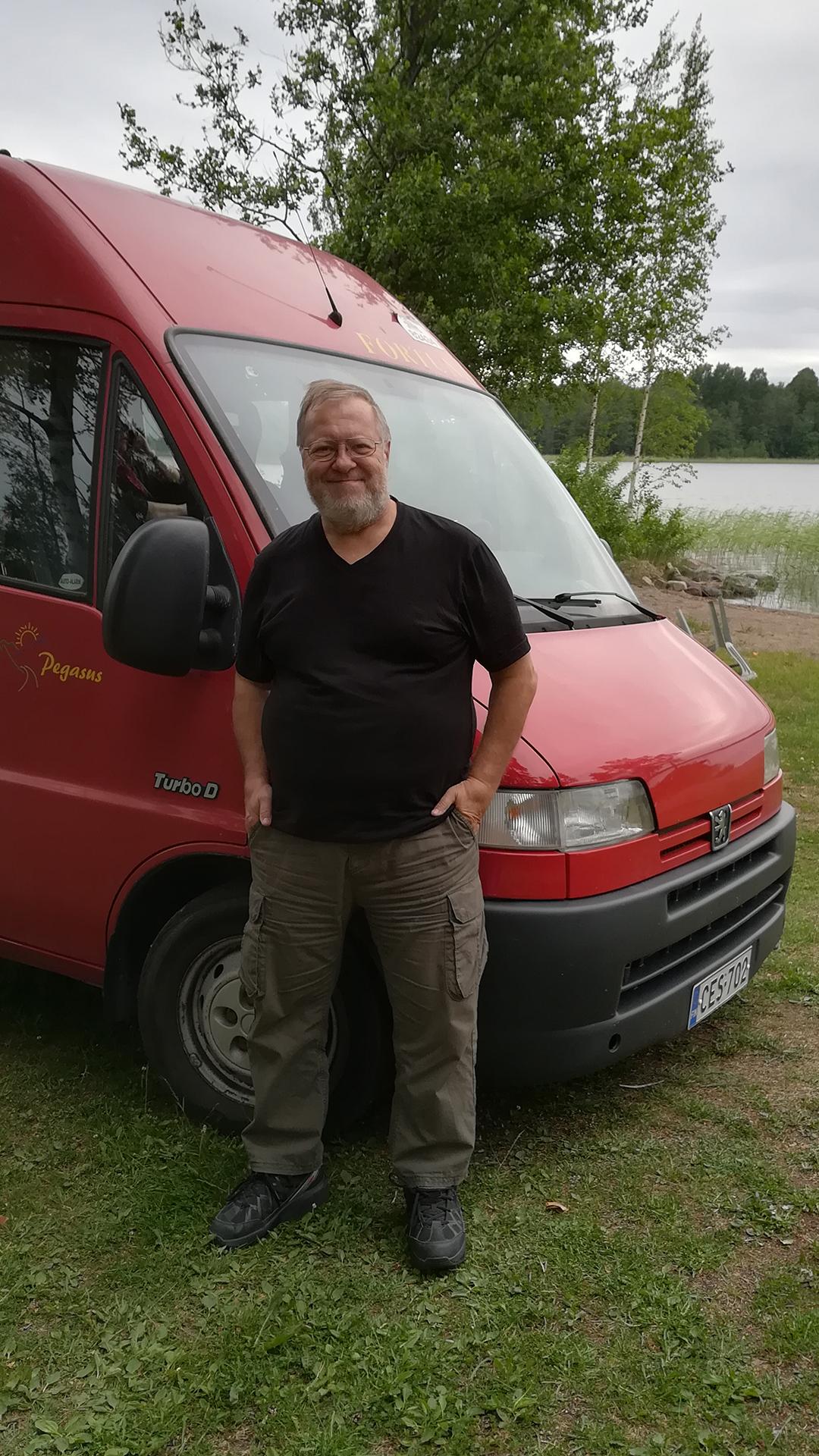 Retkeilyauto on ollut kätevä kulkupeli myös kotimaan kohteissa. Koronan vuoksi aikaistettu kohtalokas paluu kotimaahan, saa nyt pariskunnan miettimään auton käyttöä jatkossa.