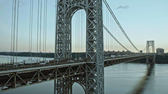 Sveitsiläissyntyinen Othmar Ammann oli konkreettinen sillanrakentaja eurooppalaisen ja amerikkalaisen kulttuurin välillä, dokumentti New Yorkin sillanrakentaja.