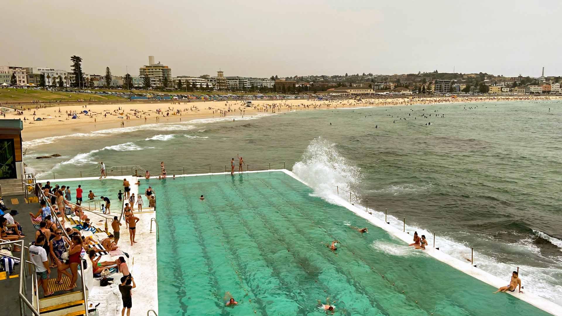 Bondin Icebergs-merivesiallas on Sydneyn kuuluisin ja sen ohessa on myös sauna.