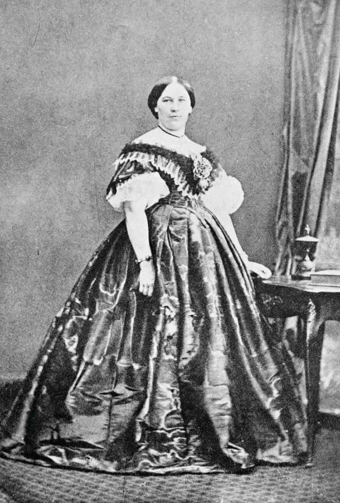 Anna Furuhjelm kuvattiin Sitkassa hieman ennen paluuta kotimaahan.