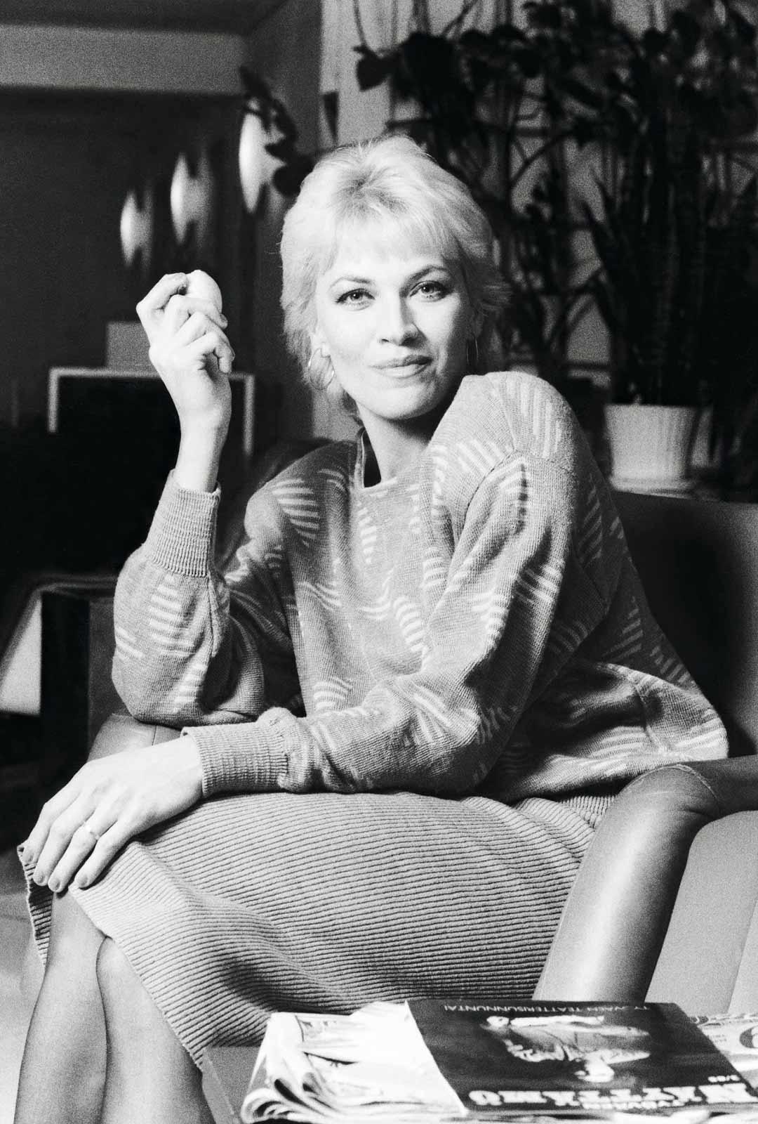 """Hannele Lauri arvostaa muiden muassa Vesa-Matti Loirin ja Al Pacinon näyttelijän työtä. """"Opin seuraamalla enkä seuraa kuin hyviä"""", hän sanoo. Kuva vuodelta 1986, jolloin hänet tunnettiin jo sekä teatteri- että elokuva- ja tv-töistä."""