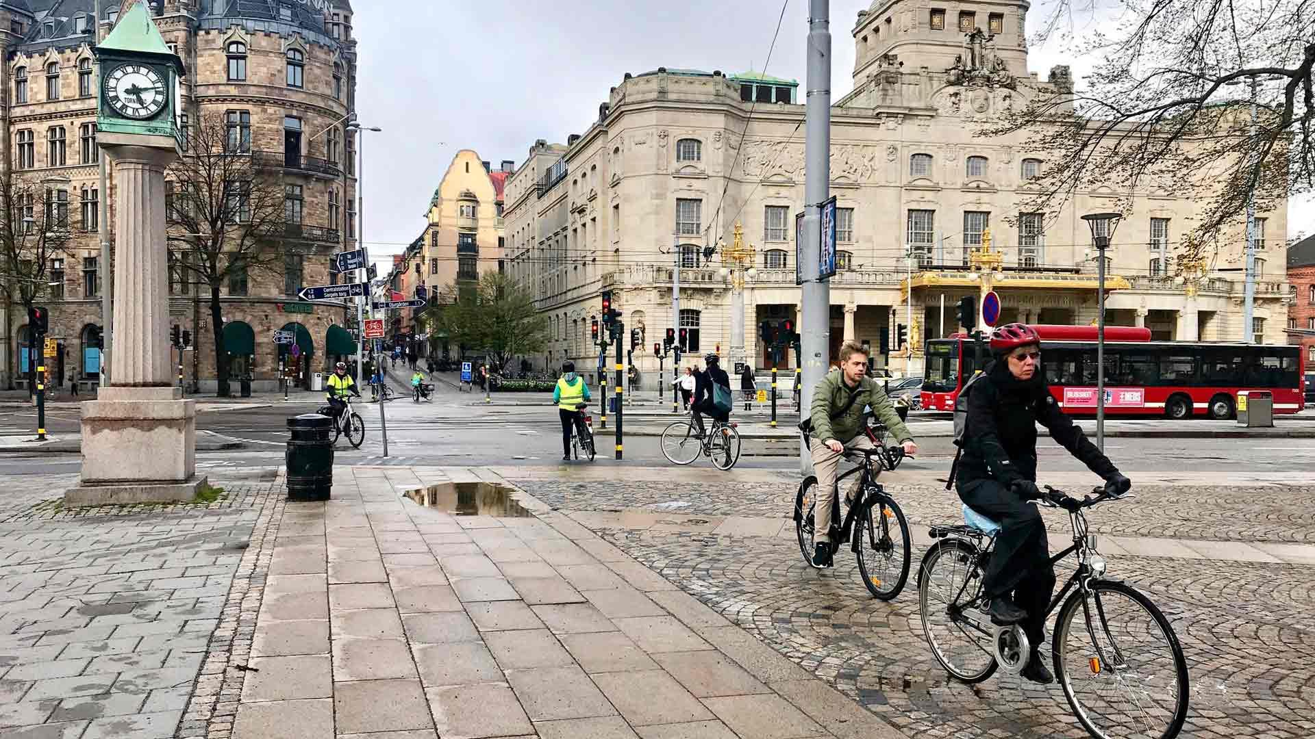 Monet kulkevat töihin pyörällä tai jalan.