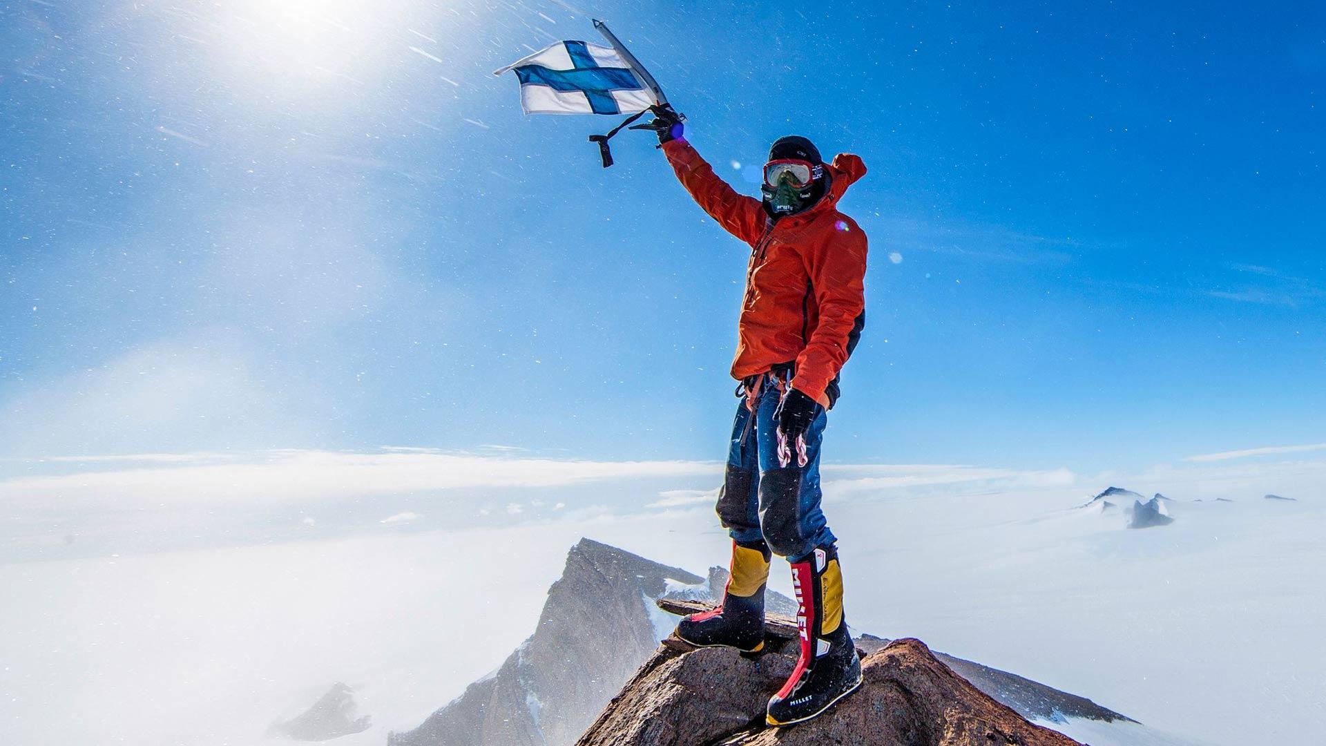 Pata Degerman on nimennyt valloittamiaan vuoria Suomen mukaan. Esimerkiksi Etelämantereella on Veikka Gustafssonin kanssa vallatut Mount Sisu ja Mount Finland, joille he tekivät yhdessä ensinousut.