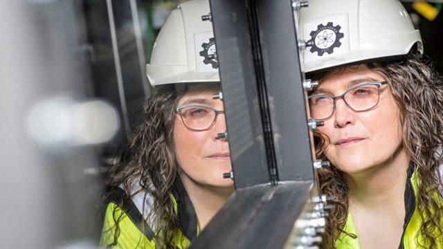 Elina Hujala päätyi töihin ydintekniikan pariin monen sattuman kautta.