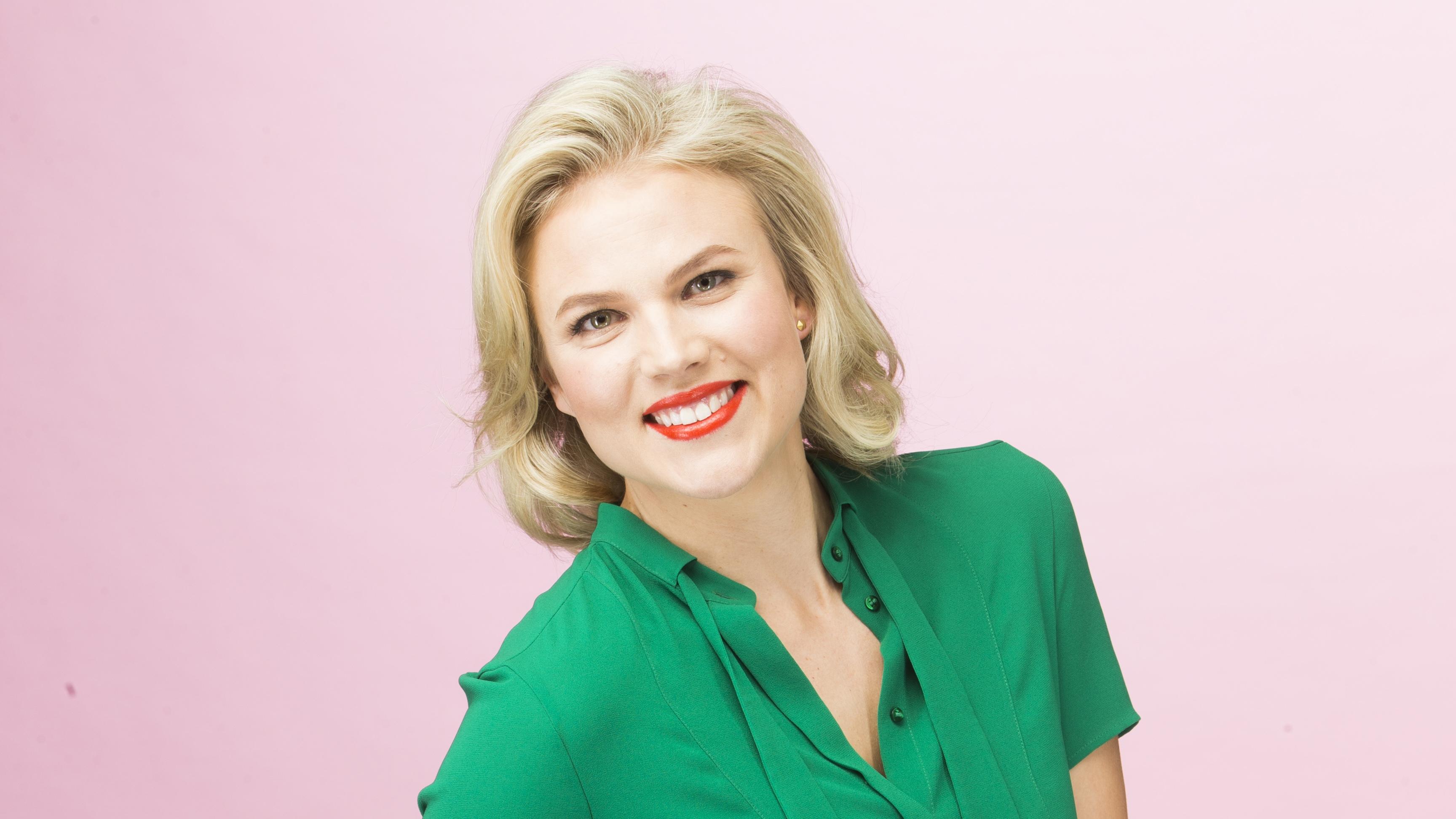 Emilia Vuorisalmi tekee DocEmilia-brändinsä somekanavilla esimerkiksi podcasteja ja tarjoaa vinkkejä jaksamiseen.