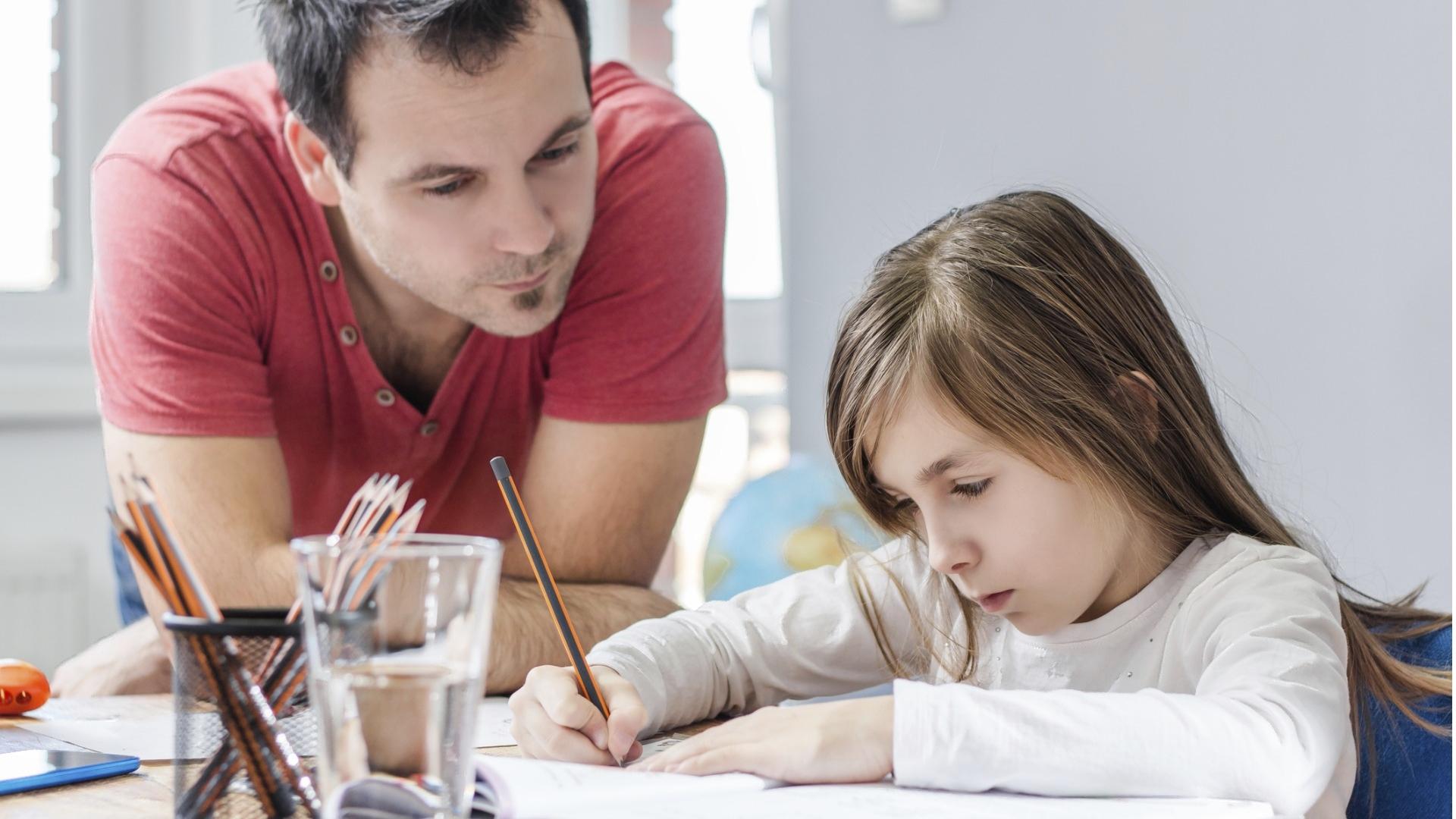 Bonusvanhemmat ovat osallistuneet yllättävän paljon puolisonsa lasten etäkoulun tukemiseen korona-aikana.
