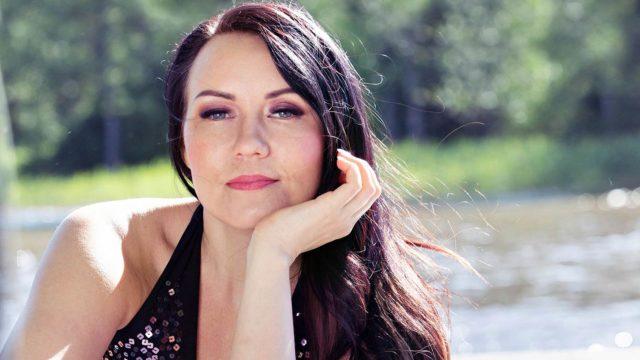 Iskelmälaulaja Saija Tuupanen on syntynyt 31.5.1982.