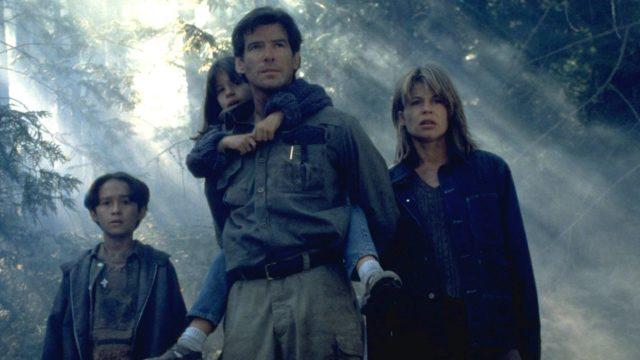 Pierce Brosnan jaLinda Hamilton elokuvassaDantes Peak.