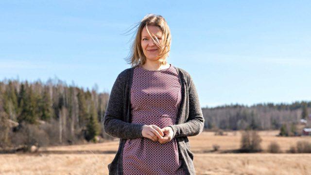 Johanna Tanska uskaltaa nykyään pysähtyä hiljentymään. Hän pitää rutiinia ja asioiden toistamista tärkeinä keinoina matkalla kohti hiljaisempaa elämää.