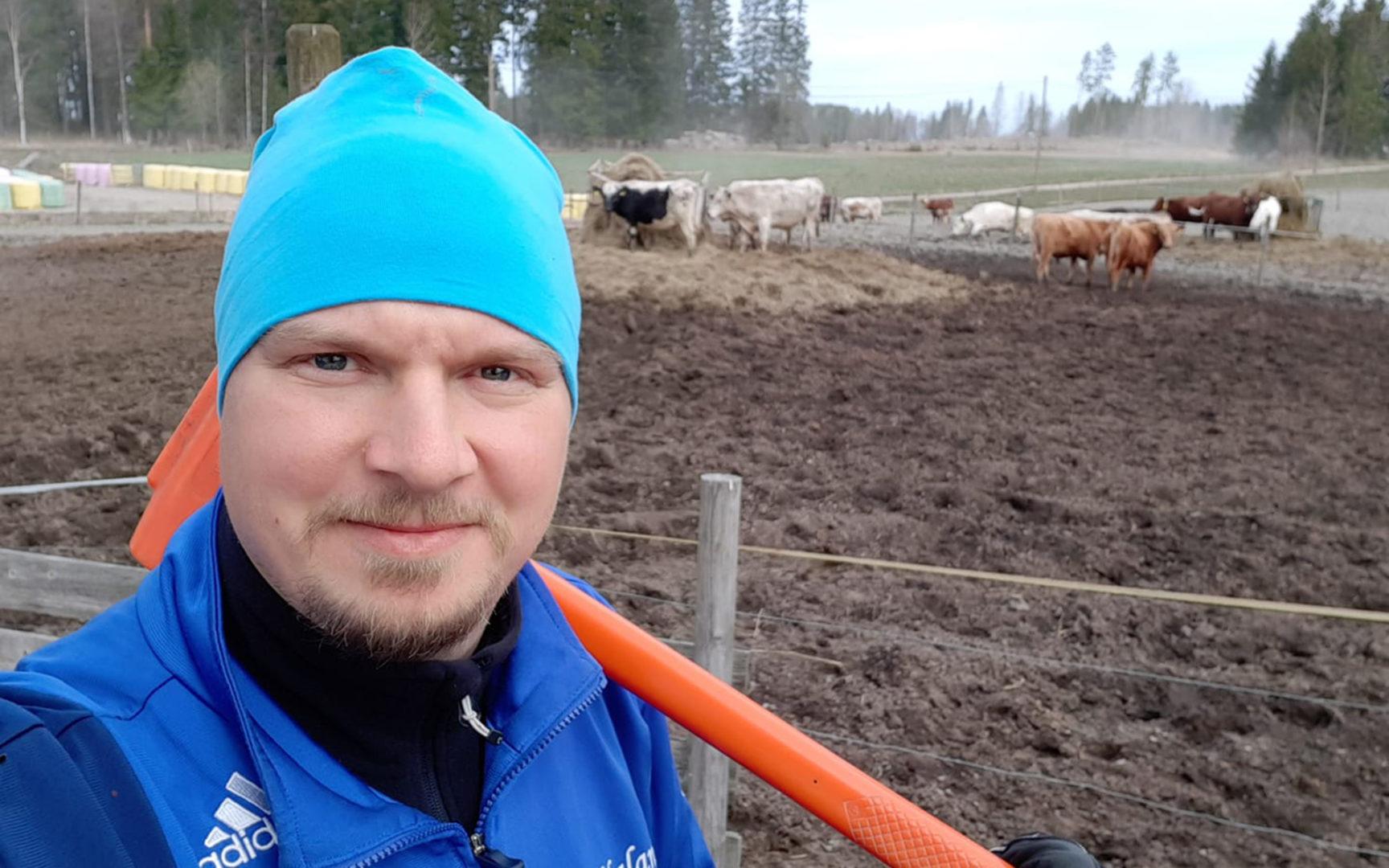 Kun korona vei keikat, tangokuningas Jukka Hallikainen pestautui maatilalle töihin.