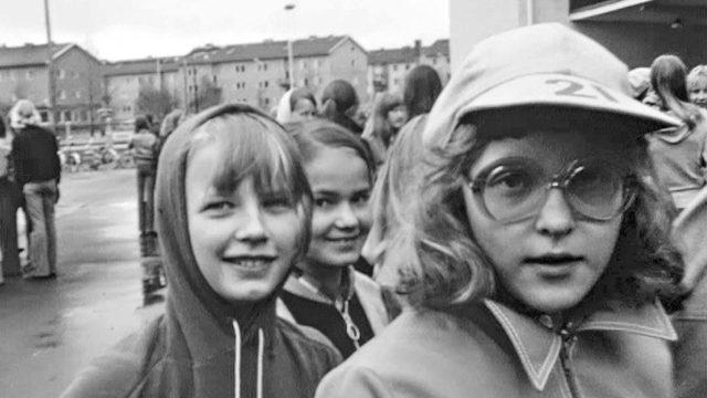 Elävä arkisto näyttää kolme elokuvaa:Joko joutui armas aika,Kodin juhlat: Lakkiaiset ja Ajolähtö: Suomalainen kuvio.