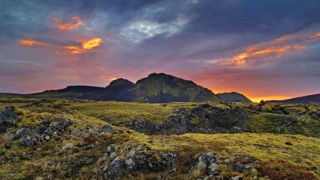 Maaginen Islanti -dokumentin hitaasti liikkuva kamera suorastaan hyväilee vuoria ja jokia.