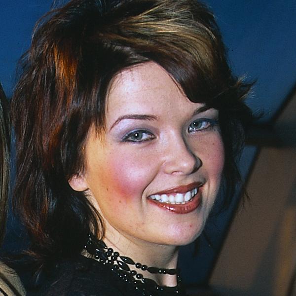 Mira Kunnasluoto, tangokuningatar vuodelta 2000.