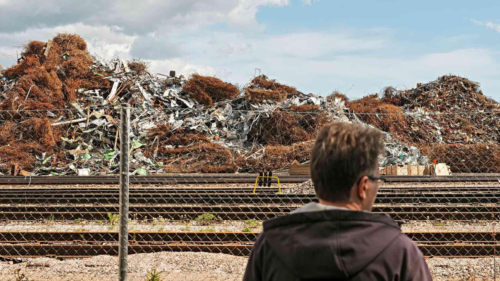 Sataman alueella säilytetään muun muassa metalliromua. Janne Oran mukaan sen käsittely aiheuttaa paljon melua.