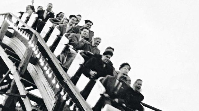 Legendaarinen Vuoristorata rakennettiin jo Linnanmäen toiseksi huvikesäksi. Rata on ollut kävijöiden suosikki joka  ikinen vuosi.