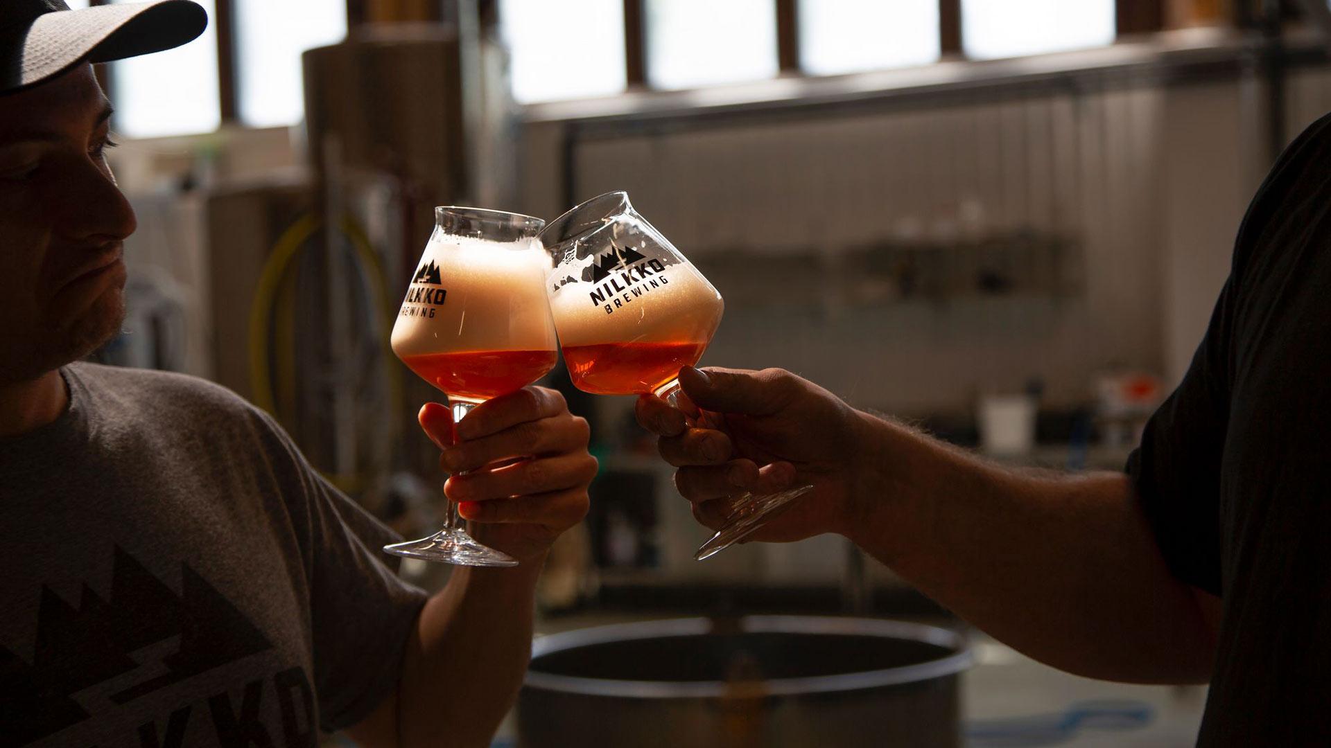 Paikallisen käsityöläispanimo Nilkko Brewingin oluita voi maistaa panimon omassa baarissa.