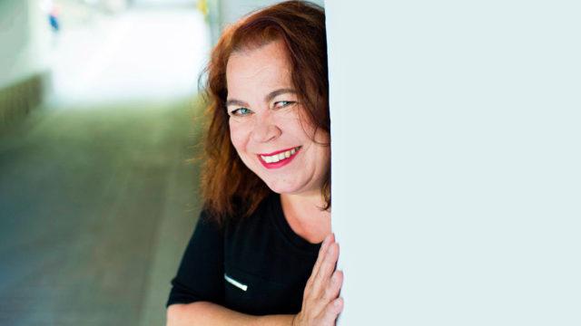 """""""Ennustan, että viiden vuoden päästä elämässäni on meneillään pähkäilyvaihe"""", kertookirjailija Leena Lehtolainen."""