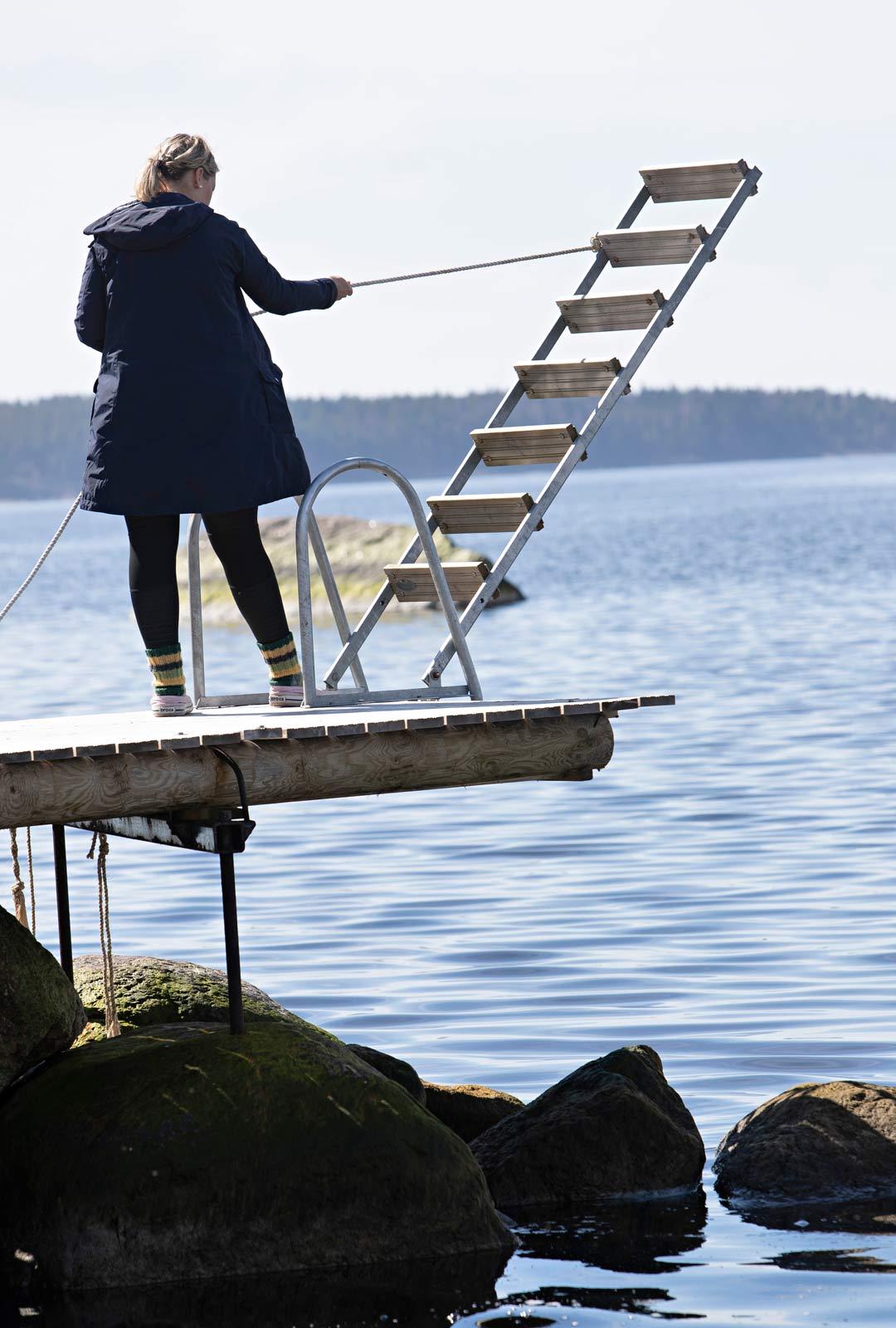 Anneli Juutilaisen perhe koronaevakossa mökillä.