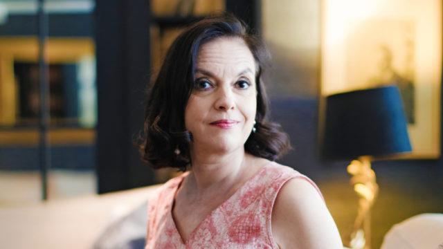 Anna-Leena Härkönen on opetellut rajojen vetämistä.
