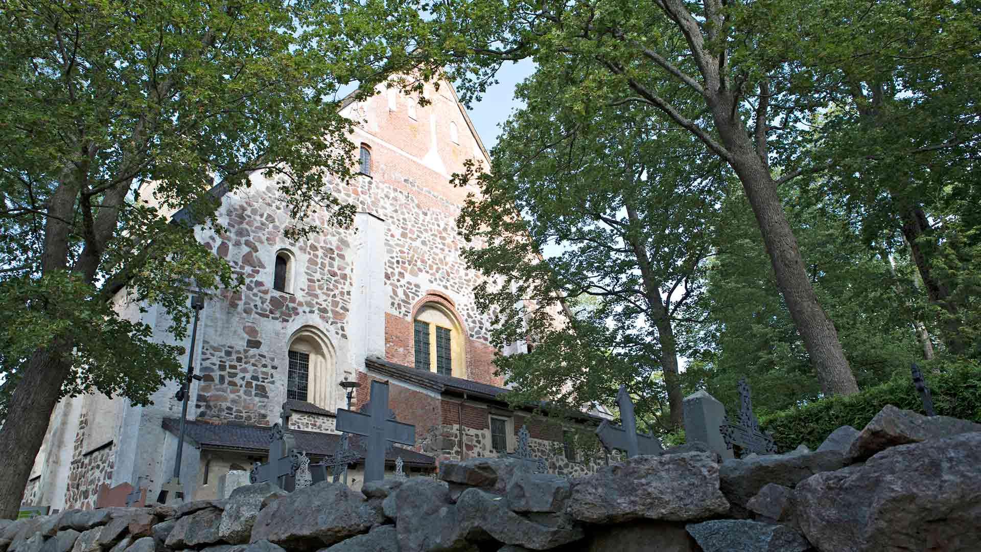 Naantalin kirkko on Suomen toiseksi suurin keskiaikainen kivikirkko.