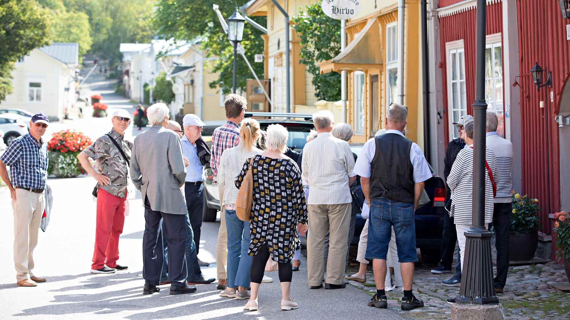 Kesäisin Naantali täyttyy turisteista.