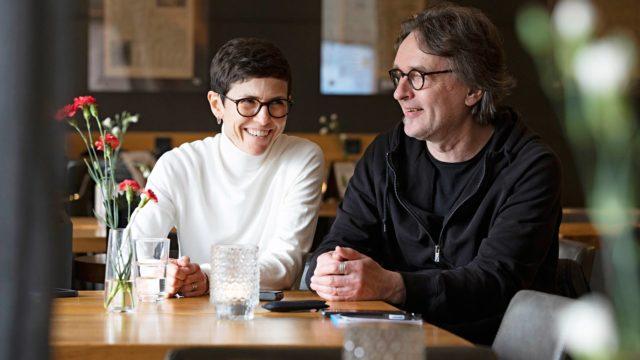 Patricia G. Bertényi ja toimittaja Kimmo Rantanen tapasivat ennen korona-aikaa Turussa Bryggman´s Restaurant & Deli ravintolassa.