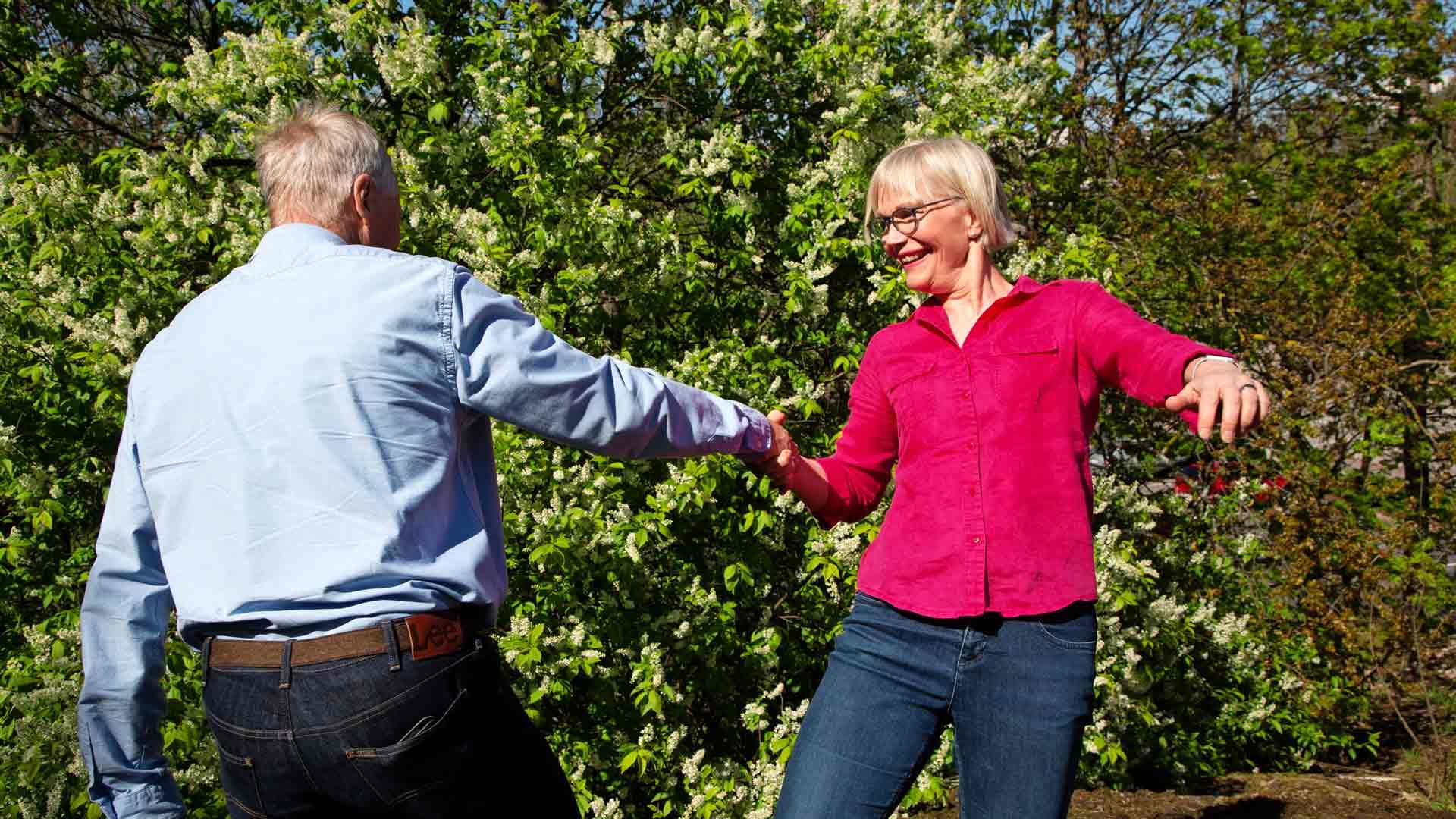 Sonjan ja Jorman lempitansseja ovat tunnelmalliset foksi, valssi ja tango. Kuvassa he tanssivat vauhdikasta fuskua.