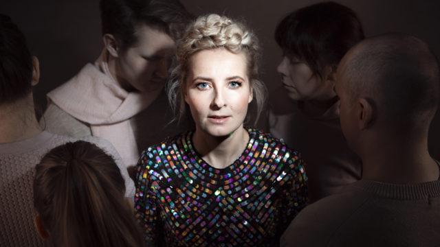 Lauluntekijä Virpi Eroma tajusi eläneensä eristyksissä muusta maailmasta jo ennen koronaa.