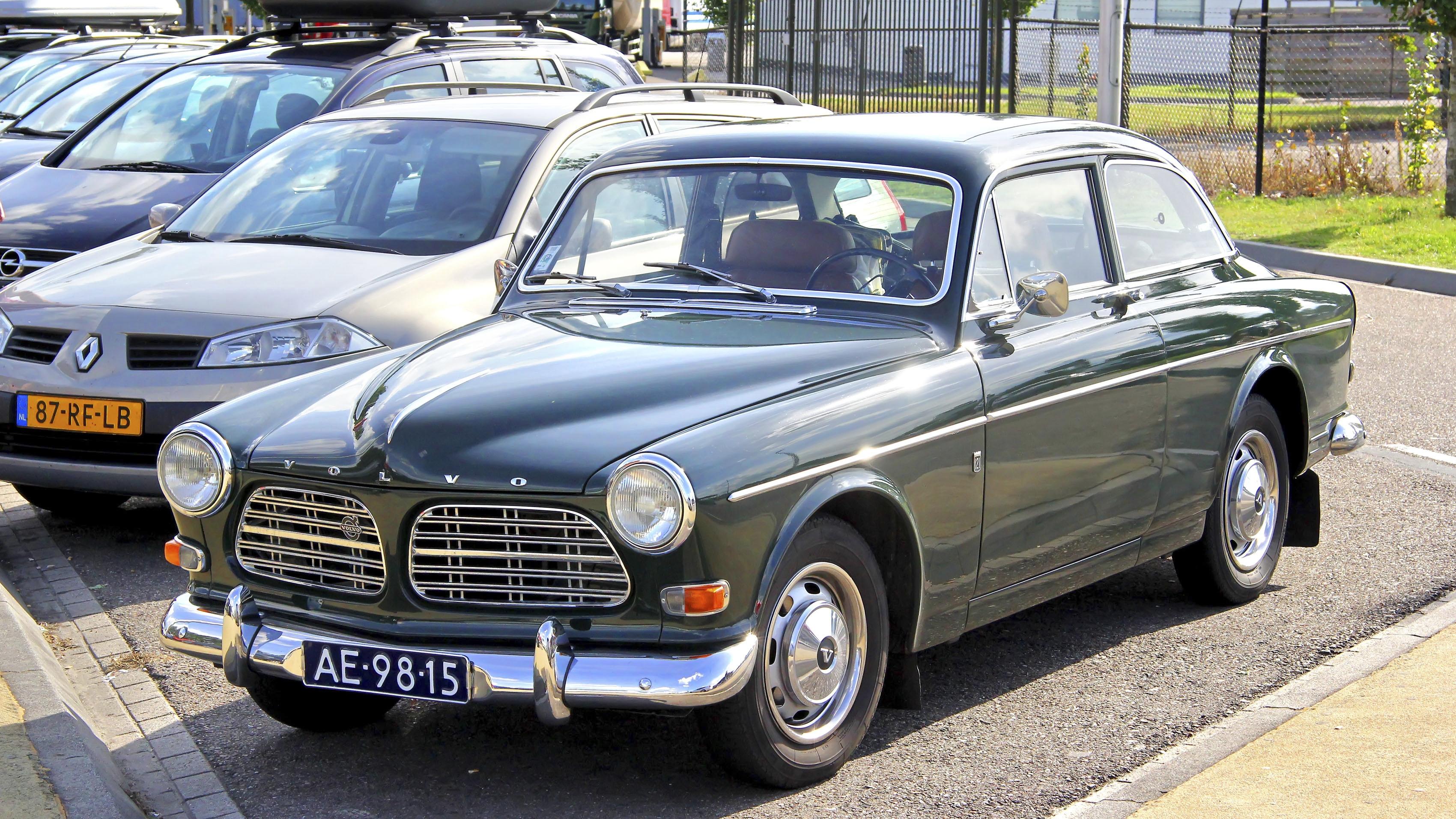 Volvo valmisti Amazonia vuosina 1956–1970 kolmen tyyppisenä: 2- ja 4-ovisena sedanina ja 5-ovisena farmarina.