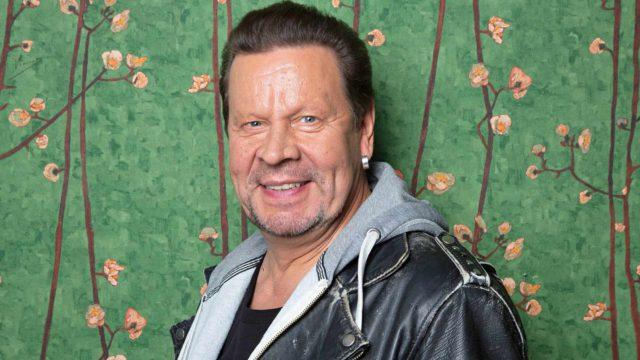 Muusikko Pate Mustajärvi on syntynyt 12.7.1956. Hyvää syntymäpäivää!