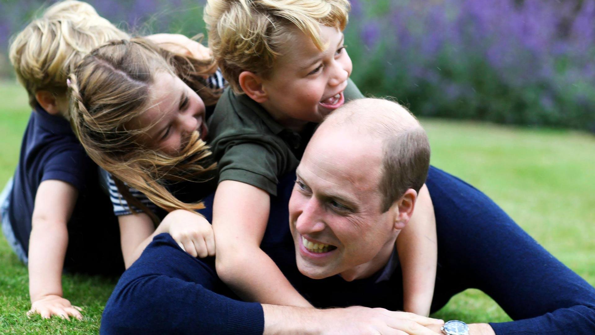 Prinssi William on yhdessä vaimonsa kanssa huolehtinut myös lastensa koulunkäynnistä koronan aikana.