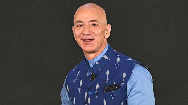 Amazon-verkkokaupalle koronan tuoma nettiostamisen buumi oli onnenpotku. Yhtiön omistaja Jeff Bezos on sadan miljardin omaisuudellaan maailman rikkain ihminen.