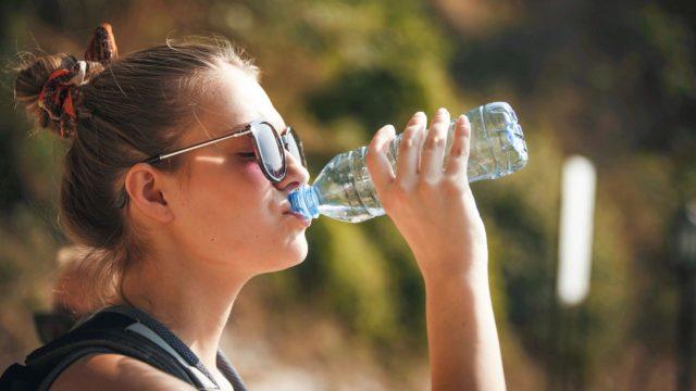 Helteellä hikoilu lisääntyy, joten on juotava enemmän.