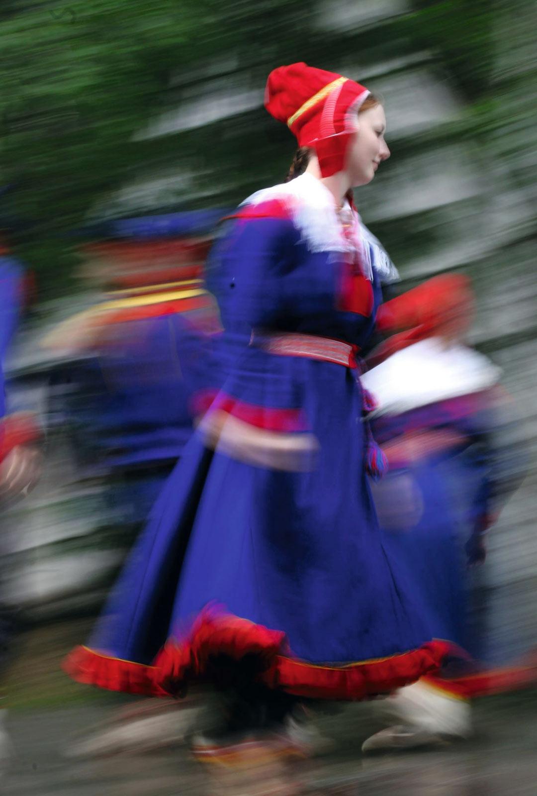 Puoli vuosituhatta sitten lappalaiset, saamelaiset tai saamelaiskieliä puhuneet asuttivat Pohjanmaata, Hämettä ja Savoa harjoittaen perinteisiä elinkeinojaan.