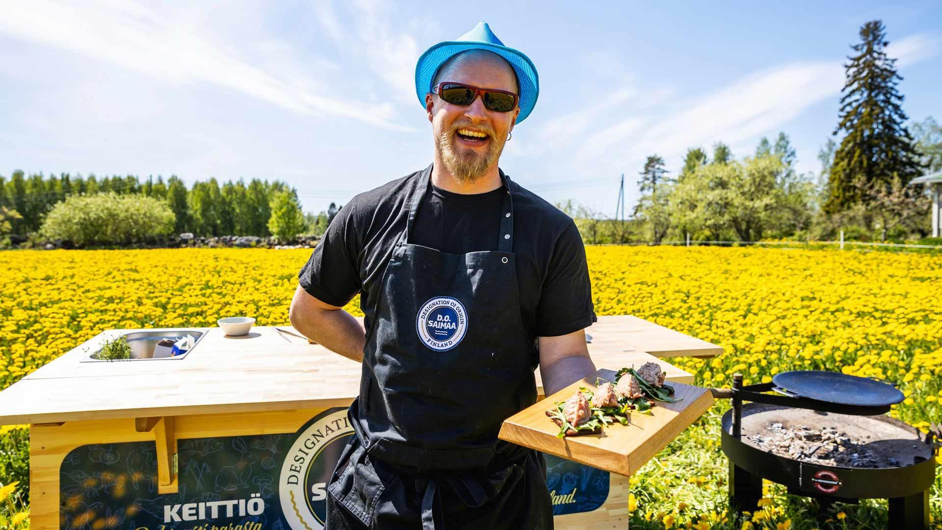 Tarjottimellinen Saimaan parasta antia. Keittiömestari Ilkka Arvola puhuu ja toimii Etelä-Savon puhtaiden tuotteiden puolesta.