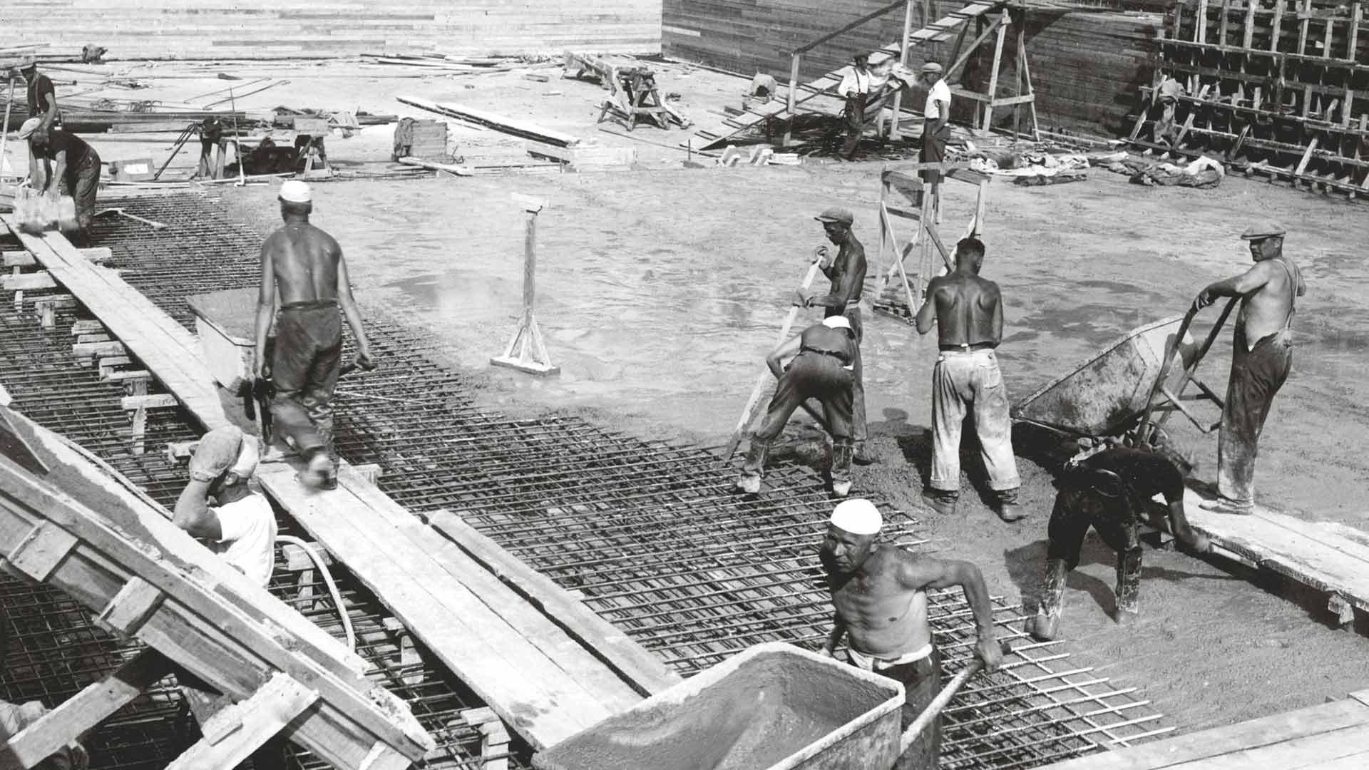 Uimastadionin rakennustyöt olivat kiivaimmillaan kuumana kesänä 1939.