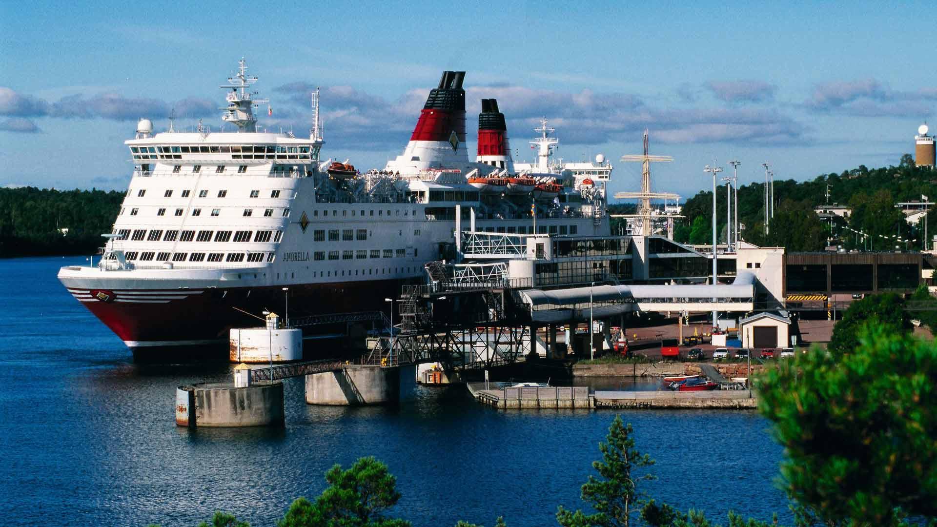 Viking Linen uusi risteily Maarianhaminaan otettiin ilolla vastaan Ahvenanmaalla. Matkustajia odottaa maissa monenlaiset herkut ja palvelut.