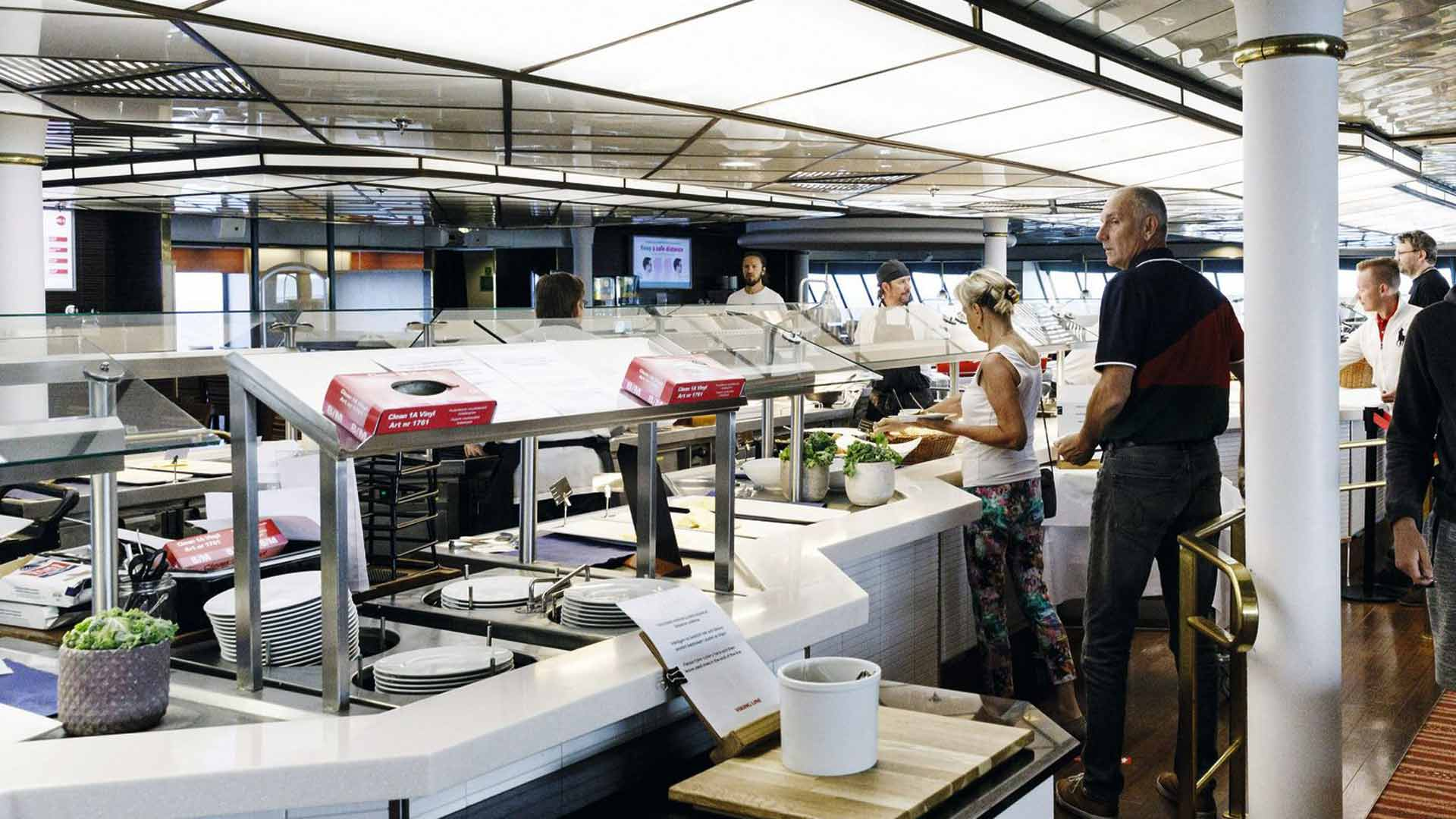 Turvallisessa buffetissa ruokaottimia ei jaeta, eikä ruoka ole isoissa astioissa altistumassa ihmismassoilla.