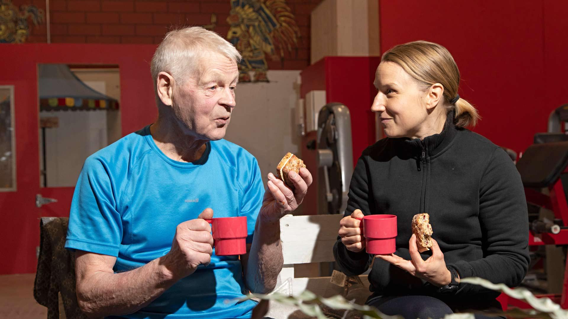 Gustaf Eklund jacrossfitvalmentaja ja diakoni Heidi Salminen.