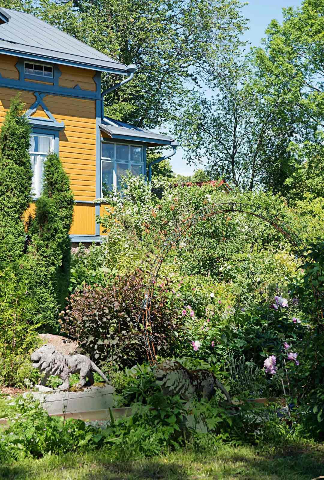 Villa Aaltosta Loviisassa ympäröi suuri, reilun 3 000 neliön puutarha.