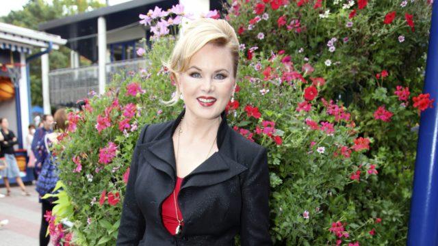 Helena Lindgren tunnustaa Annassa olevansa feministi. Sinkkuna eletyt vuodet ovat vain vahvistaneet sitä.