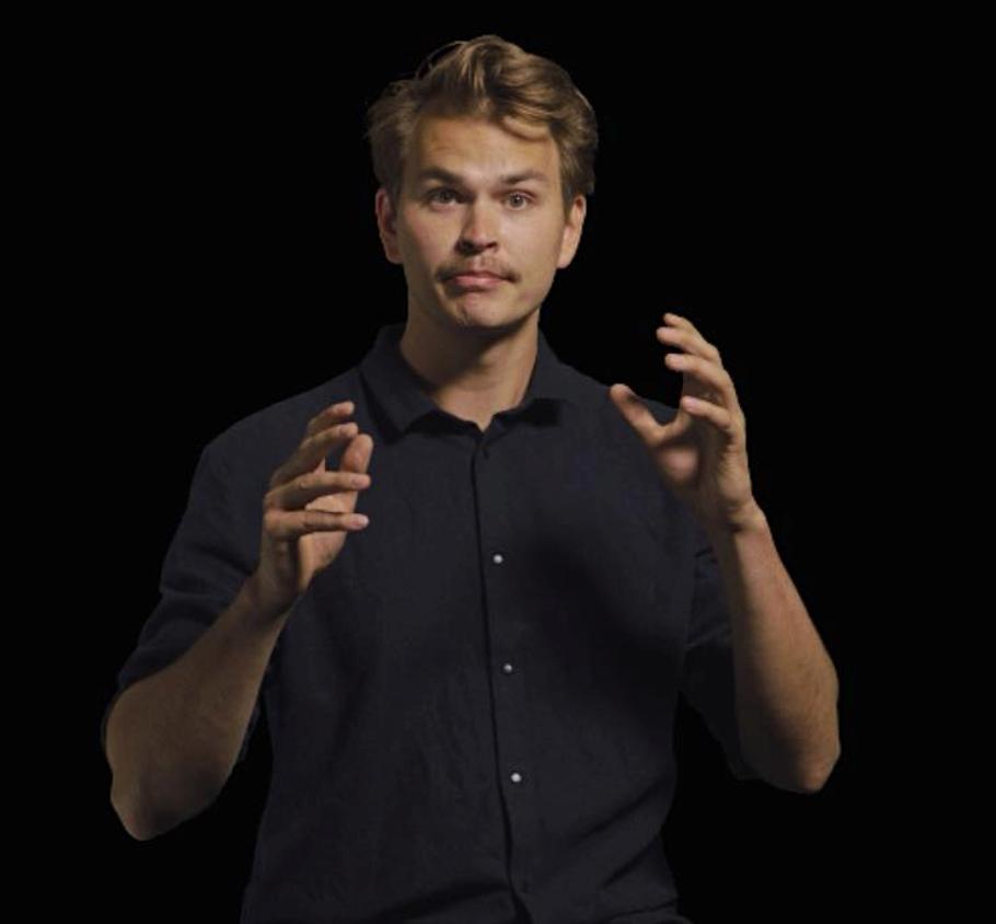 Juha Ilmari Laine luo Kansan kasvot hahmot monessa vaiheessa. Ensin hän piirtää kasvot, sen jälkeen animoi suun ja silmien liikkeet ruutu kerrallaan.