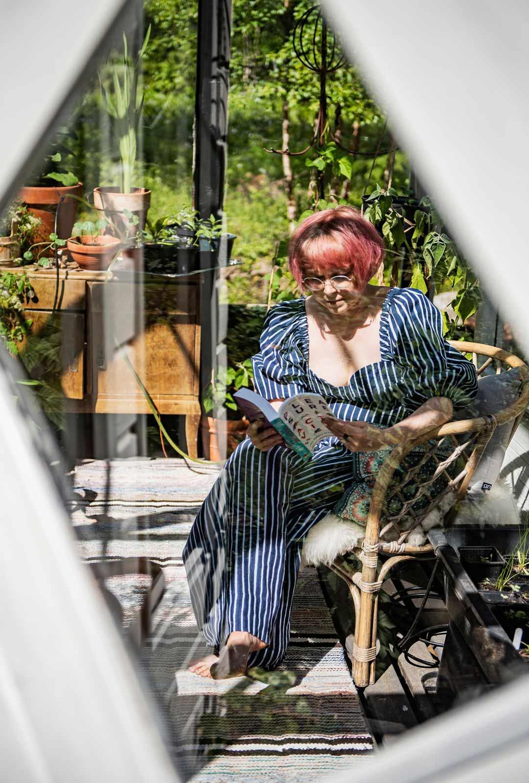 Meiju Niskalassa asuu pieni muuttolintu: hän asuu osan vuodesta Helsingissä ja pyrkii asumaan osan ajasta myös Yhdysvalloissa, mutta kesäksi on päästävä Taivalkoskelle.