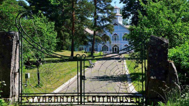 Lotta-museona olevassa Syvärannan huvilassa koulutettiin lottia sodan aikana. 1920-luvulla Syväranta oli suomalaisten sanomalehtimiesten ja -naisten lepokoti, jossa Eino Leinokin lomaili.