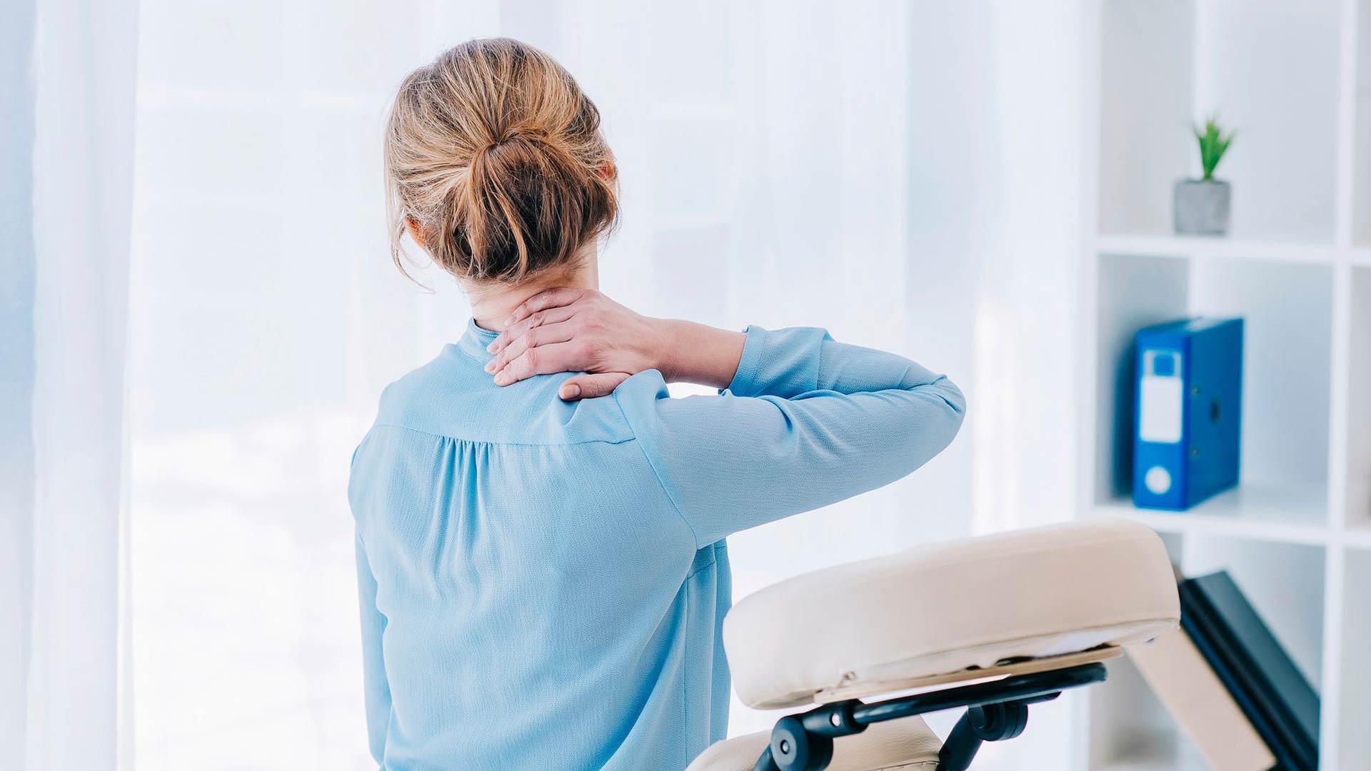Migreenikohtausen jälkeen pää voi tuntua aralta, niska ja hartiat jäykiltä.