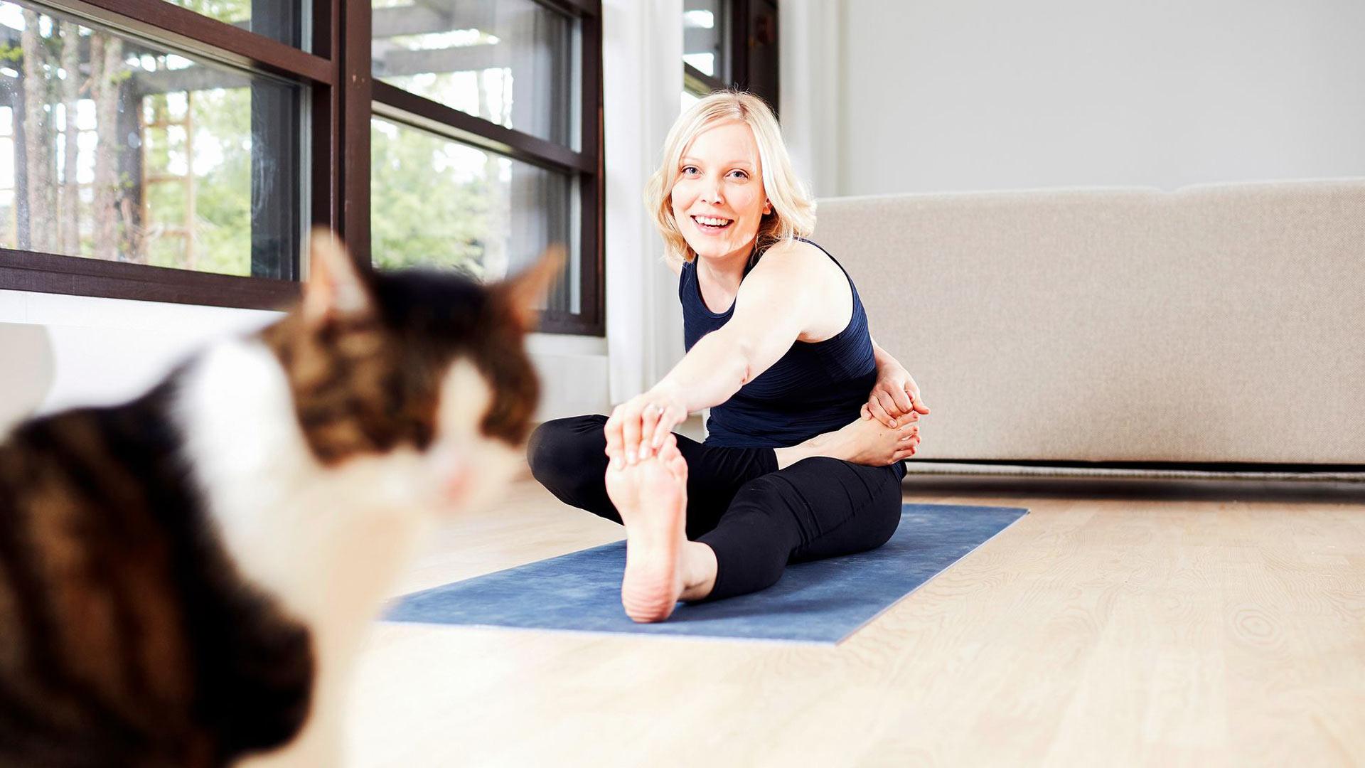 Riikka osaa nykyään tunnistaa, mitkä asiat laukaisevat hänen migreeninsä ja välttää niitä. Rauhallinen liikunta puolestaan lisää hyvinvointia.