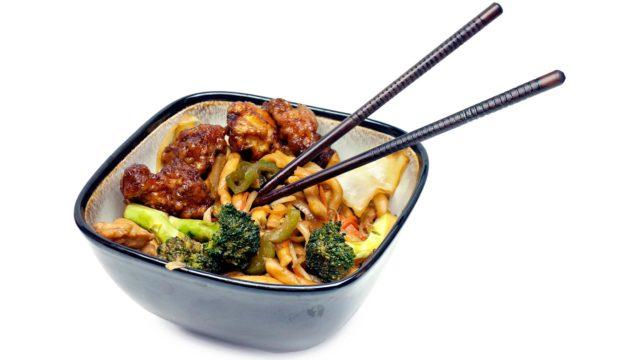 Kiinalainen ravintolaruoka on pullollaanglutamaattia, joka saattaa herkistää migreenille.